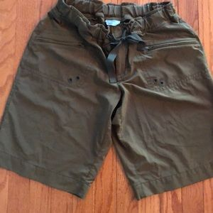 Athleta army green shorts. Size 10 Great condition